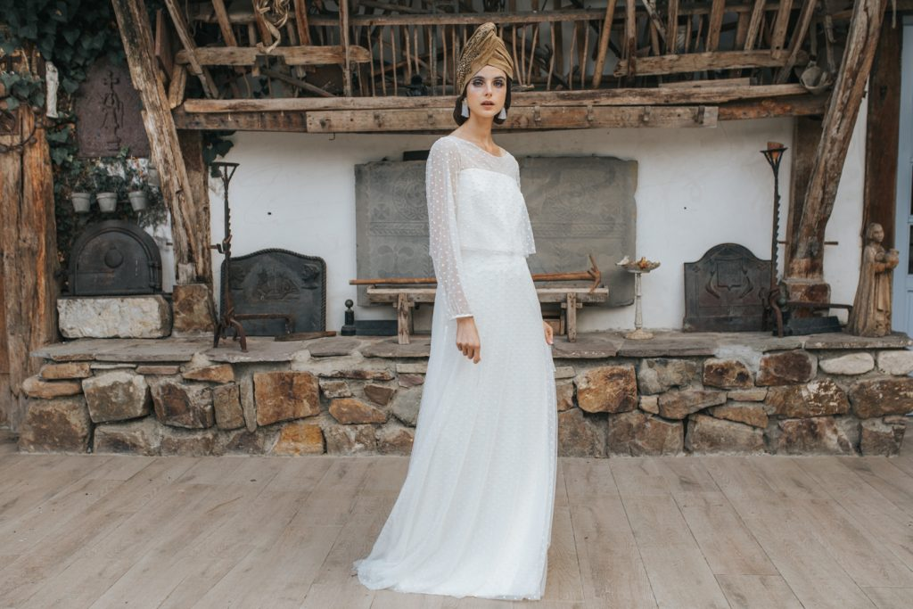 turbante de novia con pedrería bordada