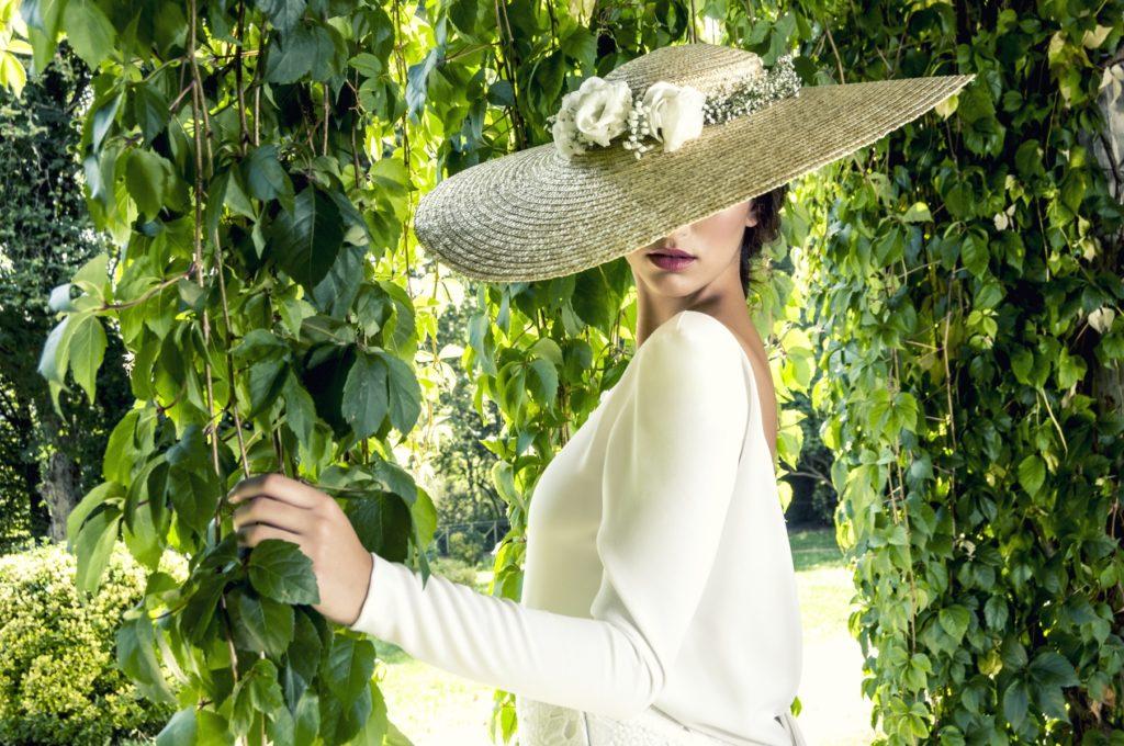 Pamela para novia de paja natural con flores naturales